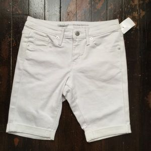 NWT mid rise Bermuda shorts